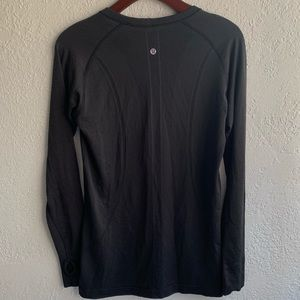 LULULEMON 10 black switfly tech black long sleeve